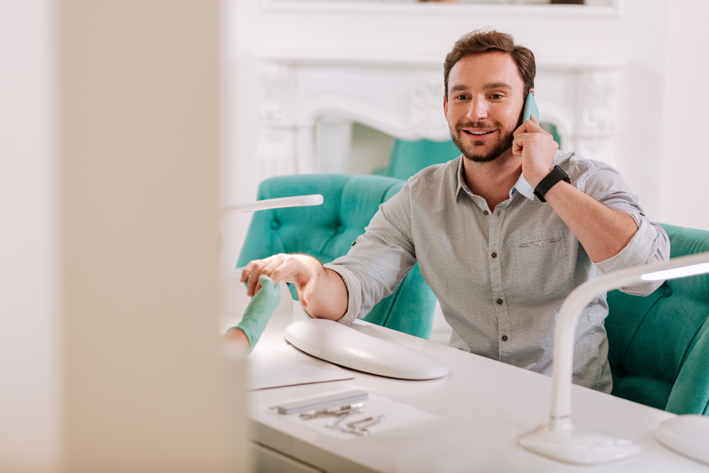 market reserach man manicure