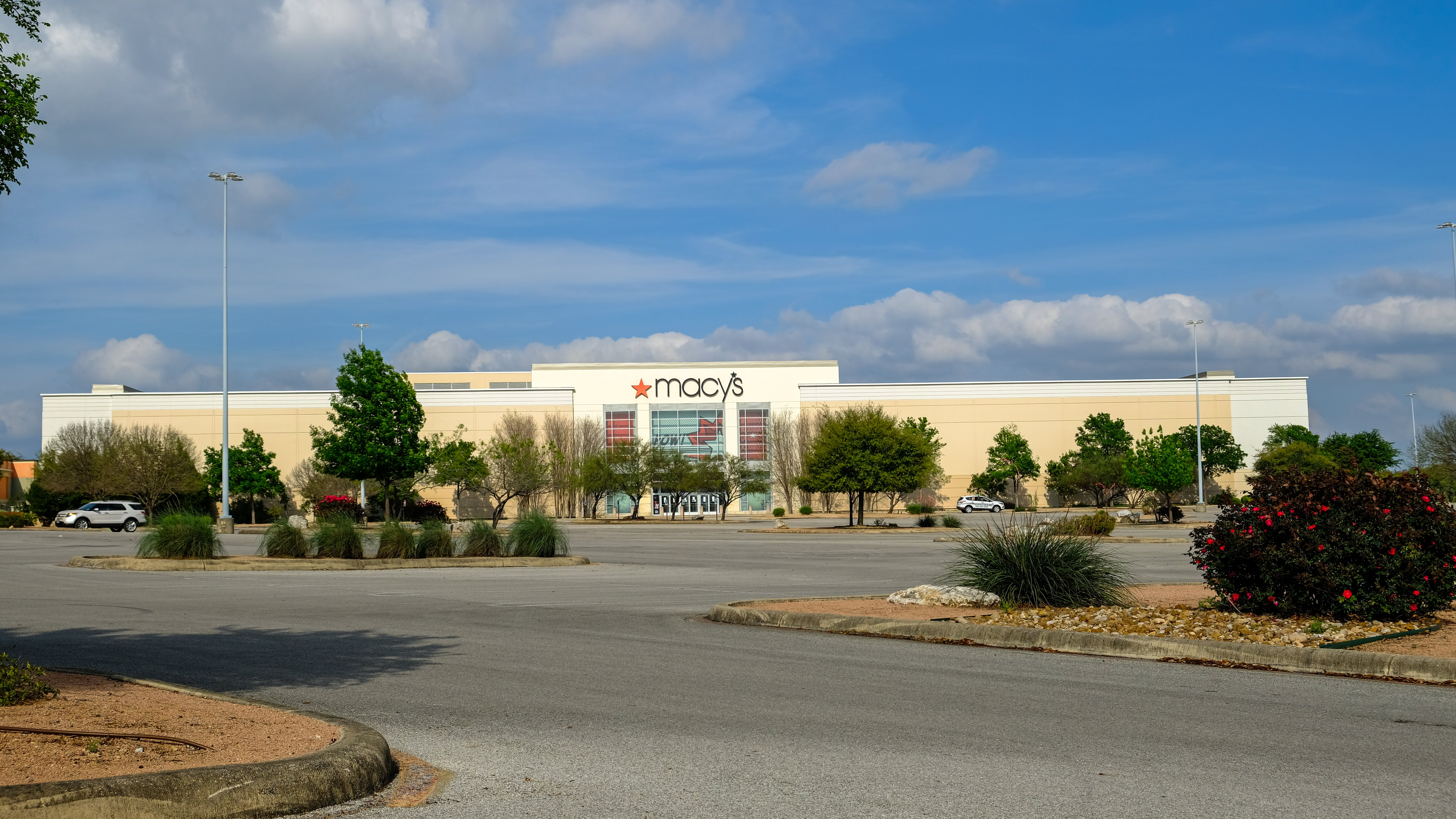 retail market research empty mall
