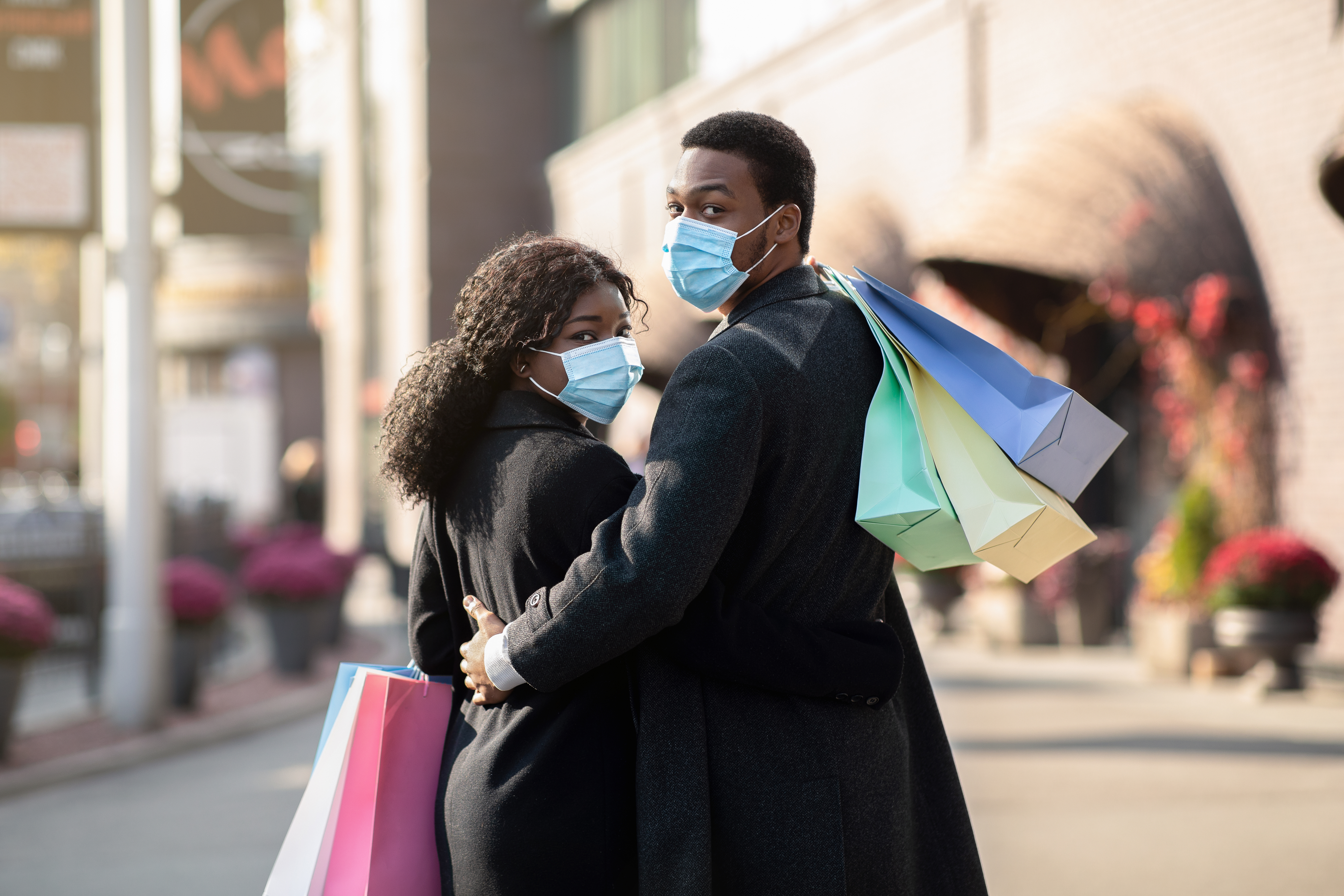 retail market research holiday shoppingmask couple